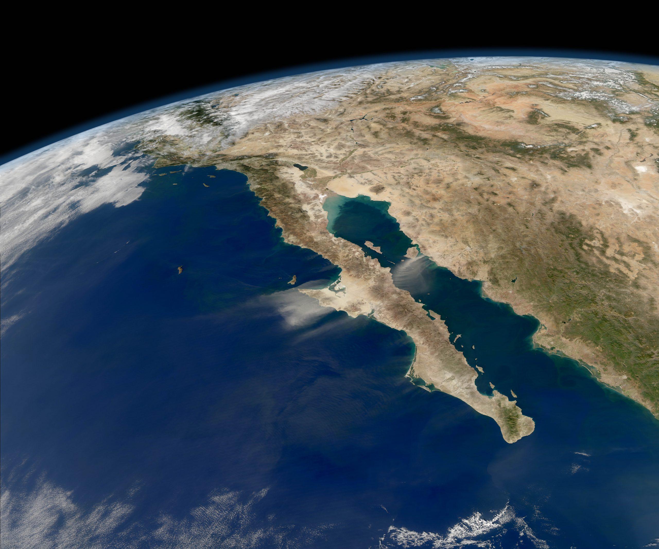Península de Baja California desde el satélite Aqua