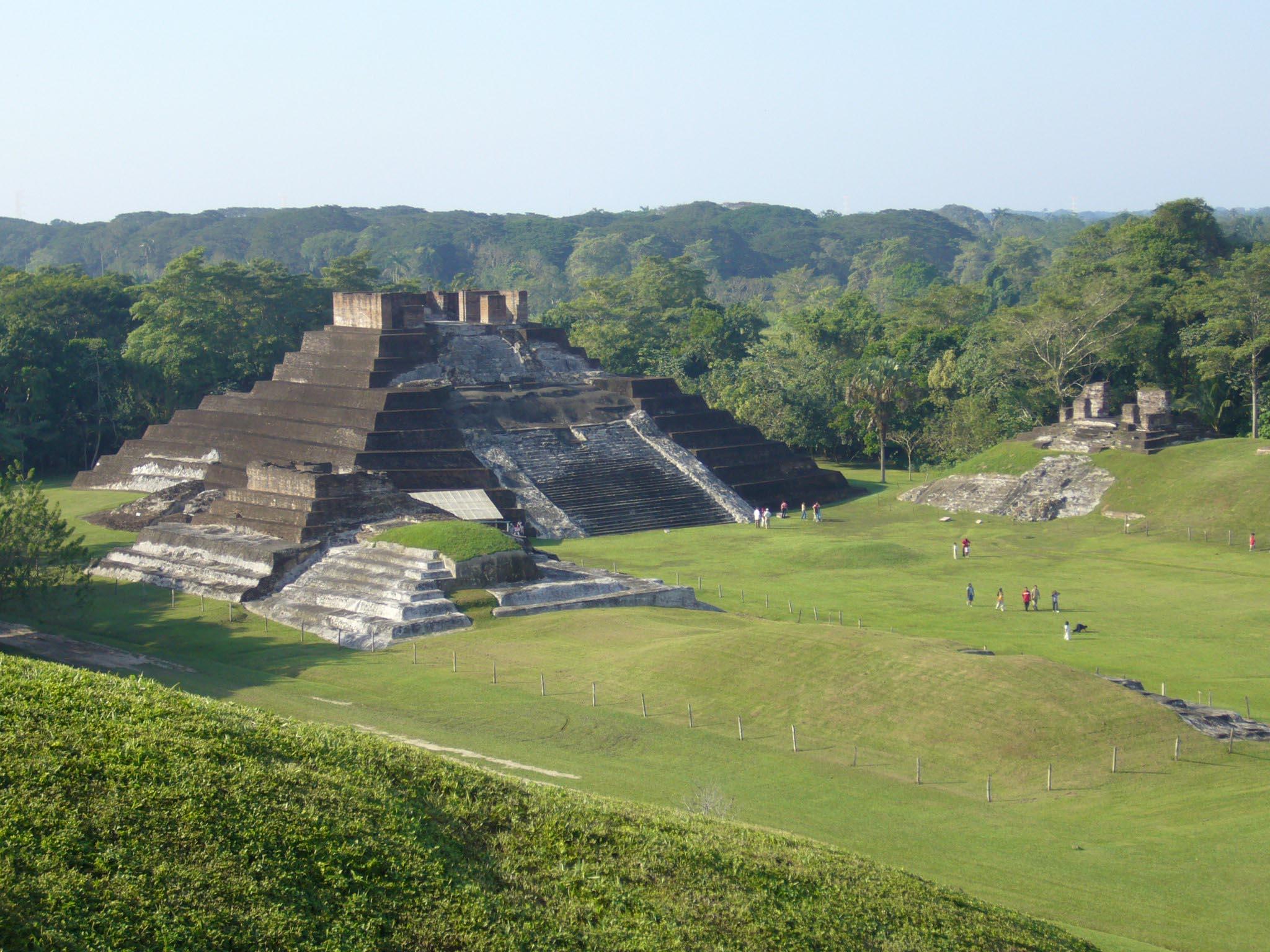 Zona arqueológica de Comacalco