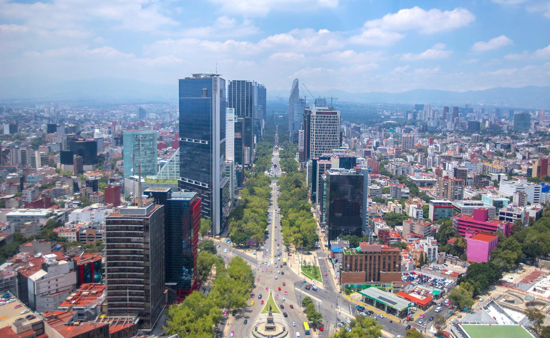 Sobrevuelo de la ciudad de México desde el Paseo de la Reforma